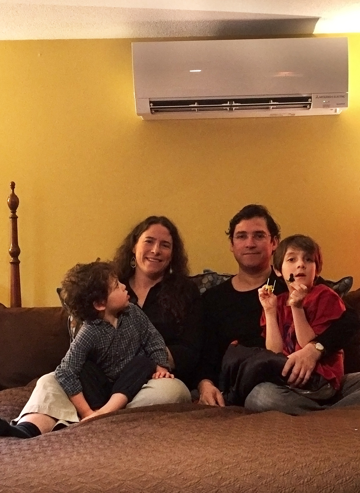 Family_with_Heat_Pump_Ricard_Torres-Mateluna.jpg