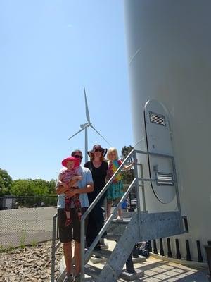 Wind_Gloucester_MA_wind_turbine_Family
