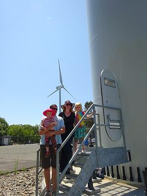 Wind_Gloucester_MA_wind_turbine_Family