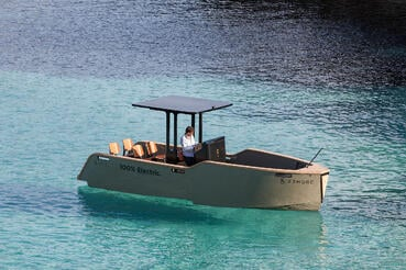 eelex-6500-x-shore-electric-boat-plymouth-england-uk_dezeen_2364_col_0